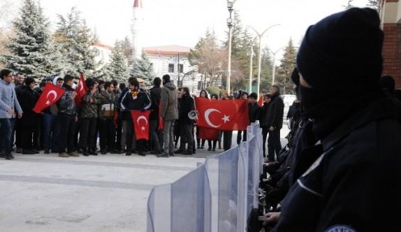 Öğrencilerden polise anlamlı destek