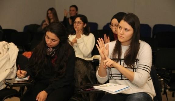 İşaret dili kursları sürüyor