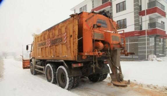 Karla mücadele ekibi 24 saat hazır