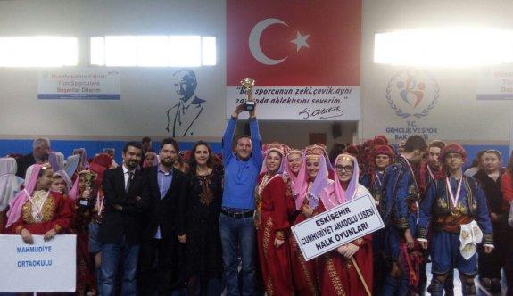 Halk oyunlarında birinci yine  Cumhuriyet Anadolu Lisesi
