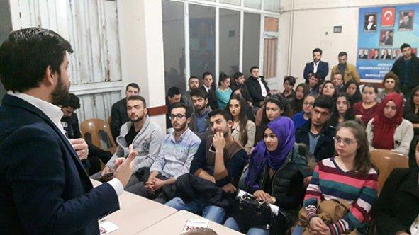 AK Gençliğe ''Anayasa Eğitimi''