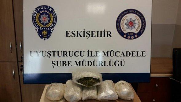 Araç lastiğinden 4 kilo uyuşturucu çıktı