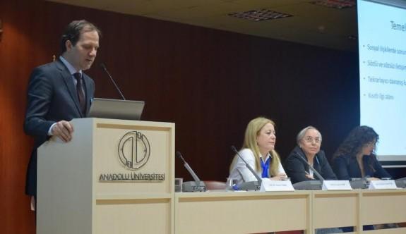 Dünya Otizm Farkındalık Günü konulu panel gerçekleştirildi