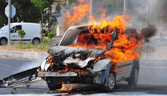Patrona kızdı otomobili yaktı