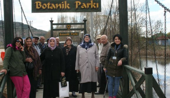 Yaşlılar Botanik parkı gezdi