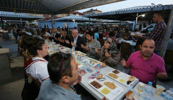 4 bin kişi Çankaya'daki iftarda bir araya geldi