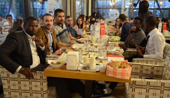 50 farklı ülkeden gelerek Türkiye'de iftar yaptılar