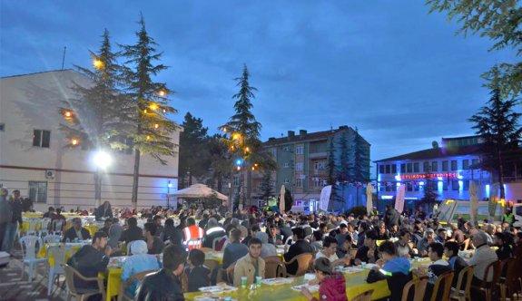Beylikova Belediyesi iftar sofralarında vatandaşlarla buluşuyor