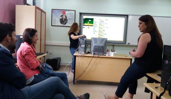 Bilişim Teknolojileri öğretmenleri kıvılcım hareketi başlattılar