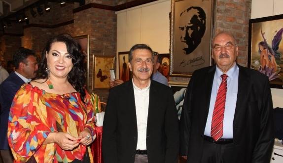 Eskişehirli Ressam Tülin Onar kişisel resim sergisini açtı
