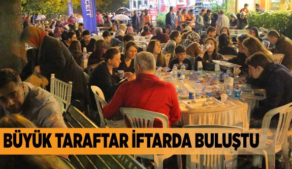 Eskişehirspor taraftarları yağmur altında iftar yaptı