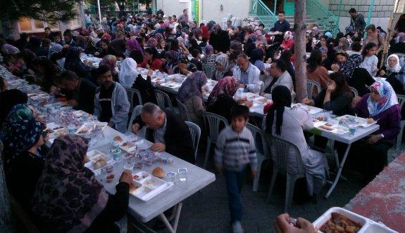 Esnaf ve vatandaştan bin 200 kişilik iftar