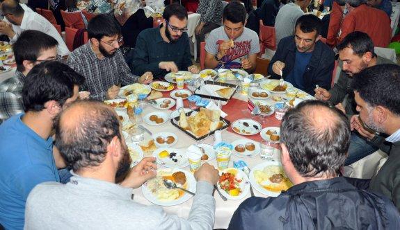 İHH'dan 'Dünya Yetimler Günü' iftarı