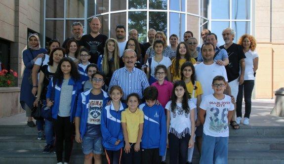 İzmirli minik eskrimciler Büyükerşen'i ziyaret etti