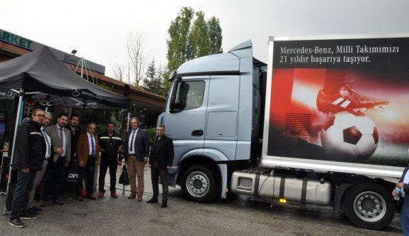 Mercedes yeni model kamyonlarını Ergaz&Bluepet istasyonunda tanıttı