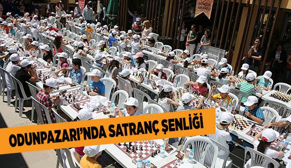 ODUNPAZARI'NDA SATRANÇ ŞENLİĞİ