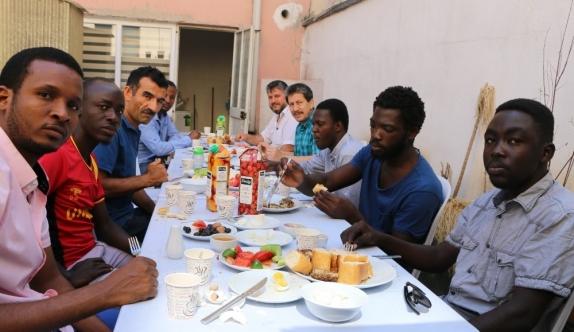 Afrikalı öğrenciler 'kardeşlik kahvaltı sofrası'nda buluştu