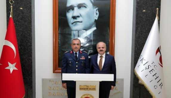 Hava Korgeneral Atilla Gülan Vali Çakacak'a ziyarette bulundu