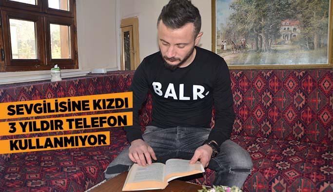 SEVGİLİSİNE KIZAN GENÇ 3 YILDIR TELEFON KULLANMIYOR