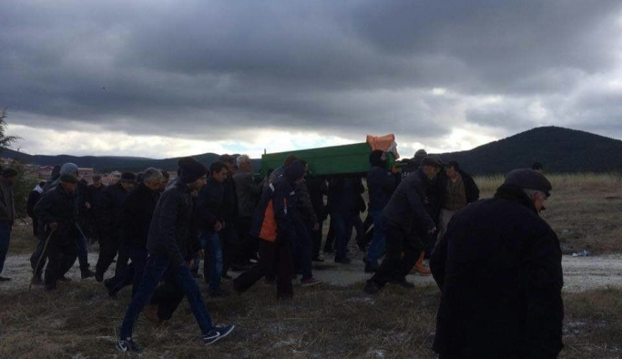 Eskişehir'deki trafik kazasında hayatını kaybedenler toprağa verildi