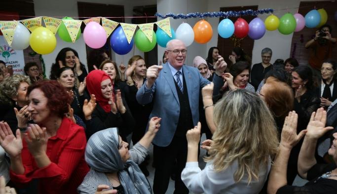 Kırmızıtoprak Halk Merkezi'nde coşkulu yılbaşı kutlaması