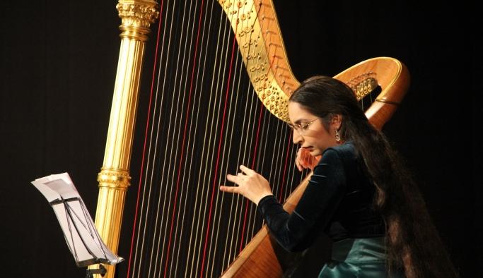Arpist Zeynep Öykü'den 'barok' rüzgarı