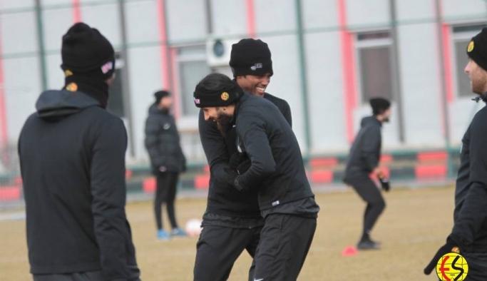 Eskişehirspor, İstanbul maçı antrenmanlarını sürdürüyor