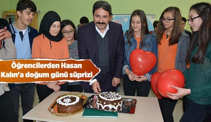 Öğrencilerden Hasan Kalın'a doğum günü süprizi