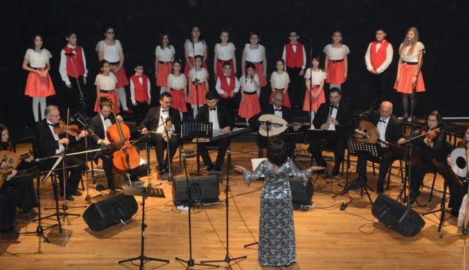 Yunus Emre Kültür Merkezinde 'sezon ortası' konseri