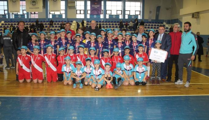 Futsal'da tüm minikler şampiyon oldu