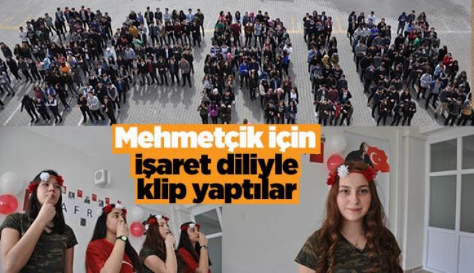Mehmetçik için işaret diliyle klip yaptılar