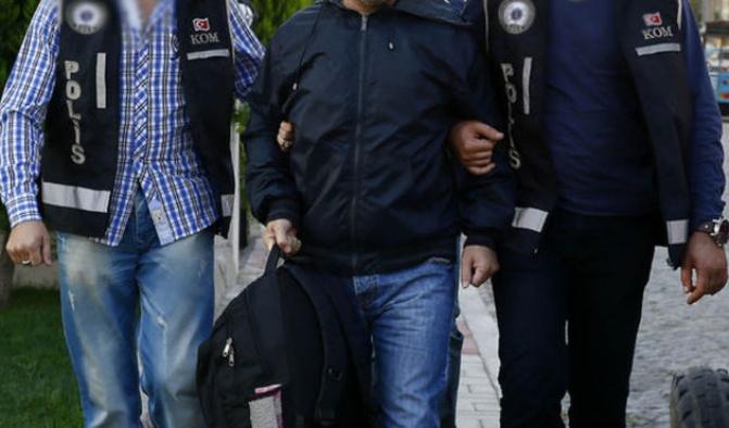 Haklarında yakalama kararı bulunan 2 şüpheli gözaltına alındı