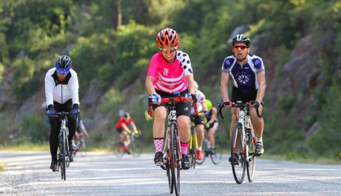 Kadın bisikletçiler dereceyle döndü