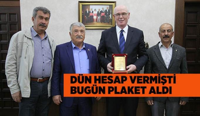 KARGIN MAHALLESİ'NDEN KAZIM KURT'A TEŞEKKÜR PLAKETİ