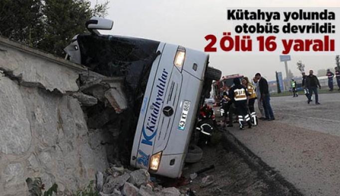 Kütahya yolunda otobüs devrildi: 1 Ölü 16 yaralı