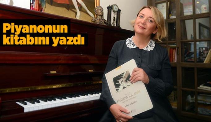 Piyanonun kitabını yazdı
