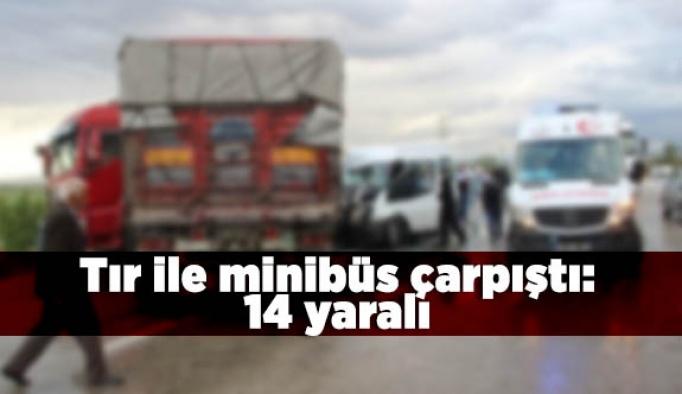 Tır ile minibüs çarpıştı: 14 yaralı