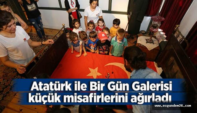 Atatürk ile Bir Gün Galerisi küçük misafirlerini ağırladı