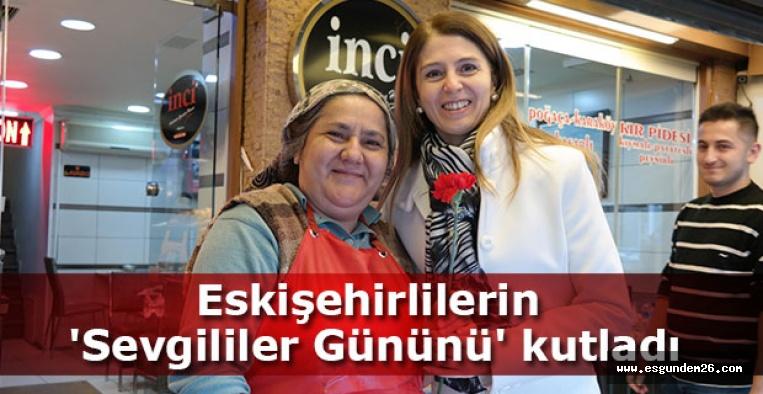 ESKİŞEHİRLİLERİN 'SEVGİLİLER GÜNÜNÜ' KUTLADI