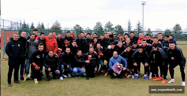 Eskişehirspor'a taraftarından Sevgililer Günü sürprizi