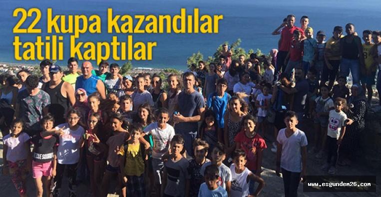 BAŞARILI ATLETLERE KAZIM KURT'TAN ÖDÜL
