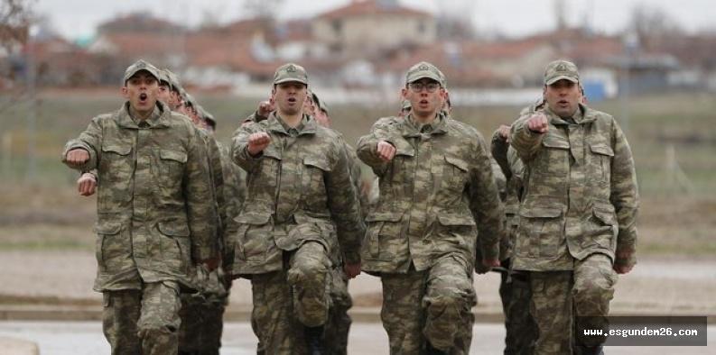 Askerlik bir ay uzatıldı