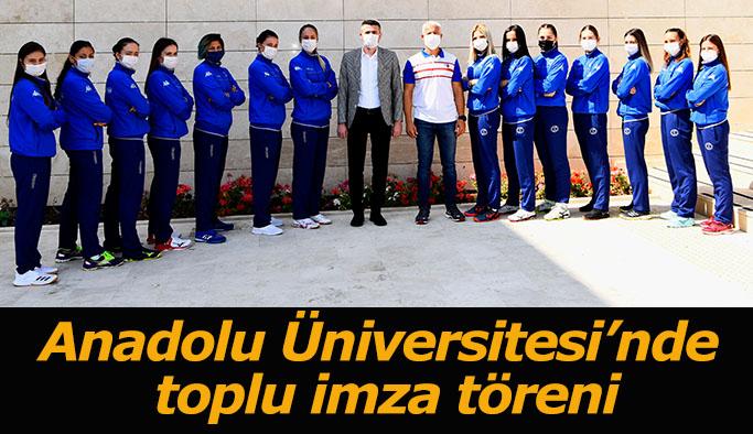 Anadolu Üniversitesi Spor Kulübü'nde toplu imza töreni