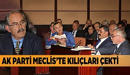 AK PARTİ MECLİS'TE KILIÇLARI ÇEKTİ