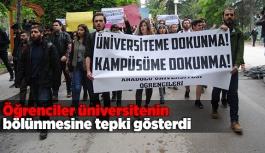 Öğrenciler üniversitenin bölünmesine tepki gösterdi