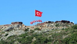 Şehitler Tepesi bayraklarla donatıldı