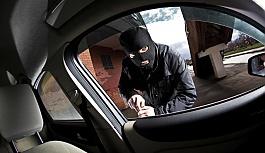 Otomobil hırsızlığı zanlıları göz...