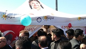 Erdoğan  CHP'nin 'Hayır' standında