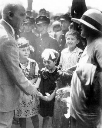 Arşivden Atatürk'ün bilinmeyen fotoğrafları...