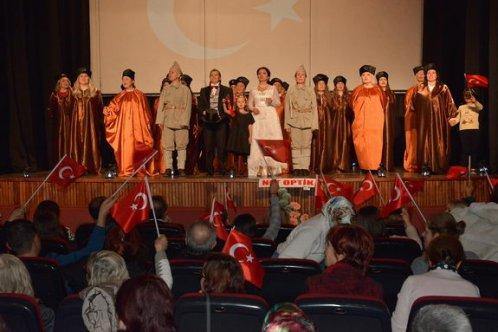 Anneler Atatürk için sahneye çıktı